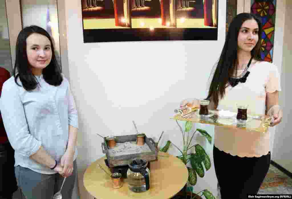 Офіційна частина завершилася представленням чаювання у азербайджанців і кавування у кримських татар