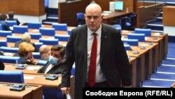 Идеята на депутатите от ГЕРБ за нов висш обвинител, който да разследва главния прокурор, е лишена изначално от гаранции за практическо приложение, смятат Андрей Янкулов и Иван Брегов