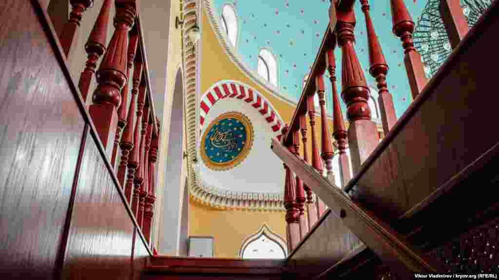 Cumanıñ ekinci qatına merdiven