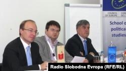 """""""Борбата против тероризмот и организираниот криминал на Западниот Балкан"""", беше темата на дебатата што се одржа во Охрид."""
