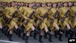 Военный парад на площади Ким Ир Сена в Пхеньяне