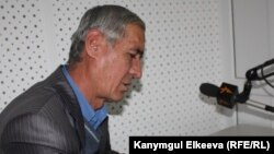 Kyrgyzstan - Mirzohalim Karimov, tajik writer in Kyrgyzstan, 25Dec2012