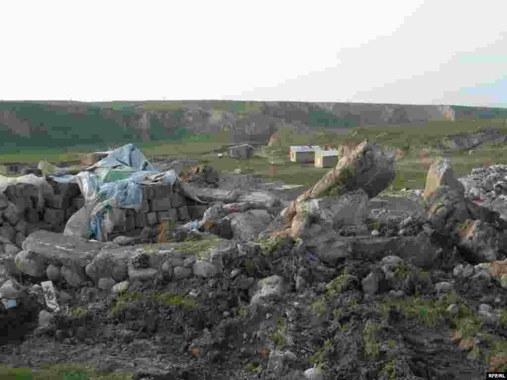 После сноса домов в поселении «Тойлысай» #4