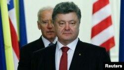 Президент Украины Петр Порошенко и вице-президент США Джо Байден в Киеве, 21 ноября