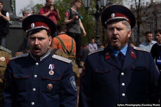 Казаки и одновременно члены НОД на Пушкинской площади, 5 мая 2018 года