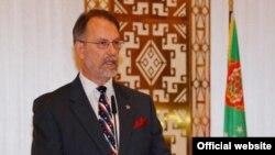 Türkmenistandaky amerikan ilçisi Allan Mastard, fotosurat Aşgabatdaky ABŞ ilçihanasynyň saýtyndan alyndy.