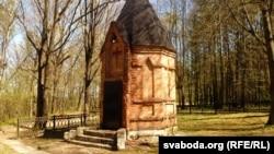 У Магілёве на тэрыторыі Любускага лесапарку на могілках салдат вэрмахту разбураецца каплічка