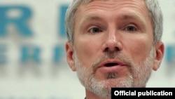 Автор законопроекта о лишении гомосексуалистов родительских прав - депутат Госдумы Алексей Журавлев
