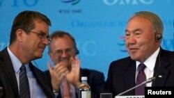 ДСҰ бас директоры Роберто Азаведо (сол жақта) мен Қазақстан президенті Нұрсұлтан Назарбаев. Женева, 27 шілде 2015 жыл.