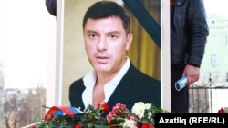 Портрет убитого 27 февраля 2015 года в Москве оппозиционного политика Бориса Немцова.