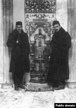 Джафер Сейдамет и Номан Челебиджихан. Бахчисарай, 1917 год