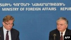 Cовместная пресс-конференция действующего председателя ОБСЕ, главы МИД Литвы Аудрониуса Ажубалиса с главой МИД Армении Эдвардом Налбандяном, Ереван, 18 марта 2011 г.