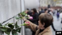 Almaniyada Berlin divarının yıxılması qeyd edilir