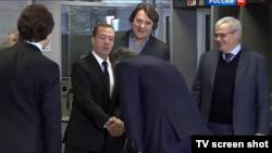 Д. Медведев в сопровождении К. Эрнста пришел в компанию ВГТРК на свою пресс-конференцию