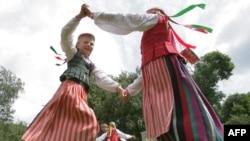 Національні танці на фолькльорном фестивалі у Вільносі з нагоди Тисячоліття Литви, 4 липня 2009 р.