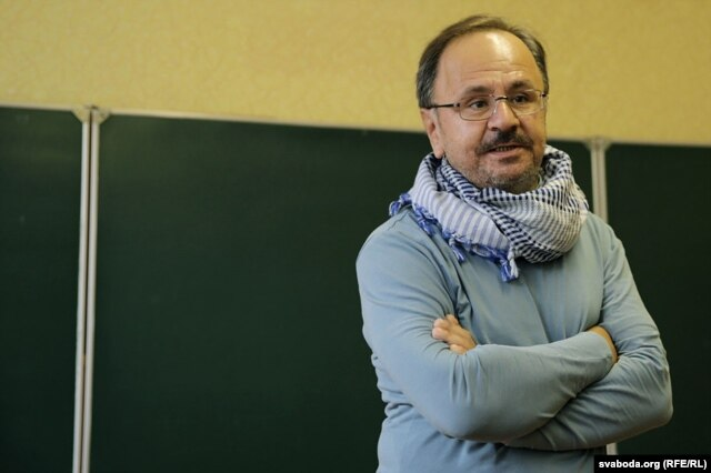 Пра Тацяну кажа дасьледнік культуры Сяргей Харэўскі. Здымак Дзяніса Раманюка