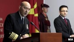 Командантот на Здружената оперативна команда на НАТО во Неапол, адмирал Џејмс Ставридис и министерот за одбрана Фатмир Бесими.