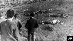 Загиблі біля кукурудзяного поля бійці Організації народної оборони «Карпатська Січ», які обороняли від угорських окупантів місто Хуст. Карпатська Україна, неподалік Хуста, 16 березня 1939 року