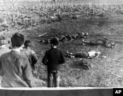 Загиблі біля кукурудзяного поля бійці «Карпатської Січі». Неподалік Хуста, 16 березня 1939 року
