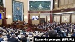 Парламент палаталарының біріккен отырысы. Астана, 15 маусым 2018 жыл.