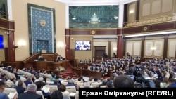 Совместное заседание палат парламента Казахстана. 15 июня 2018 года.