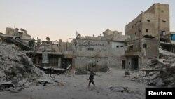 یکی از مناطق تحت تصرف مخالفان اسد در حلب که بر اثر حملات هوایی ویران شده است