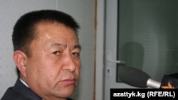 "Чыныбай Турсунбеков в студии Радио ""Азаттык"", Бишкек, 17 декабря 2010 года."