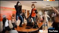 "Kazakh students compare/contrast the ""Harlem Shake"" with ""Gangnam Style."""