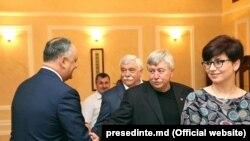 Jurnalista Elena Pahomova cu președintele Igor Dodon la crearea Consiliului Societății Civile