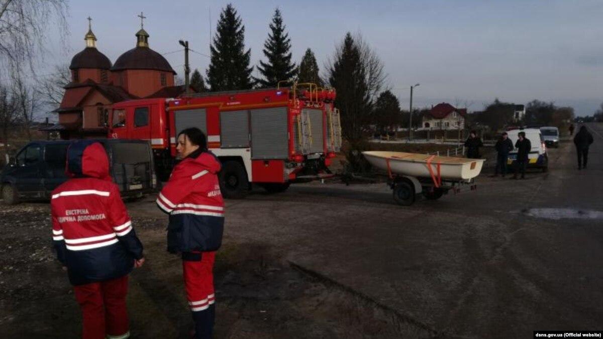 На Львовщине машина съехала в озеро, 4 погибших