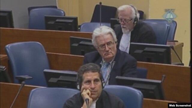 Radovan Karadžić s pravnim savjetnicima