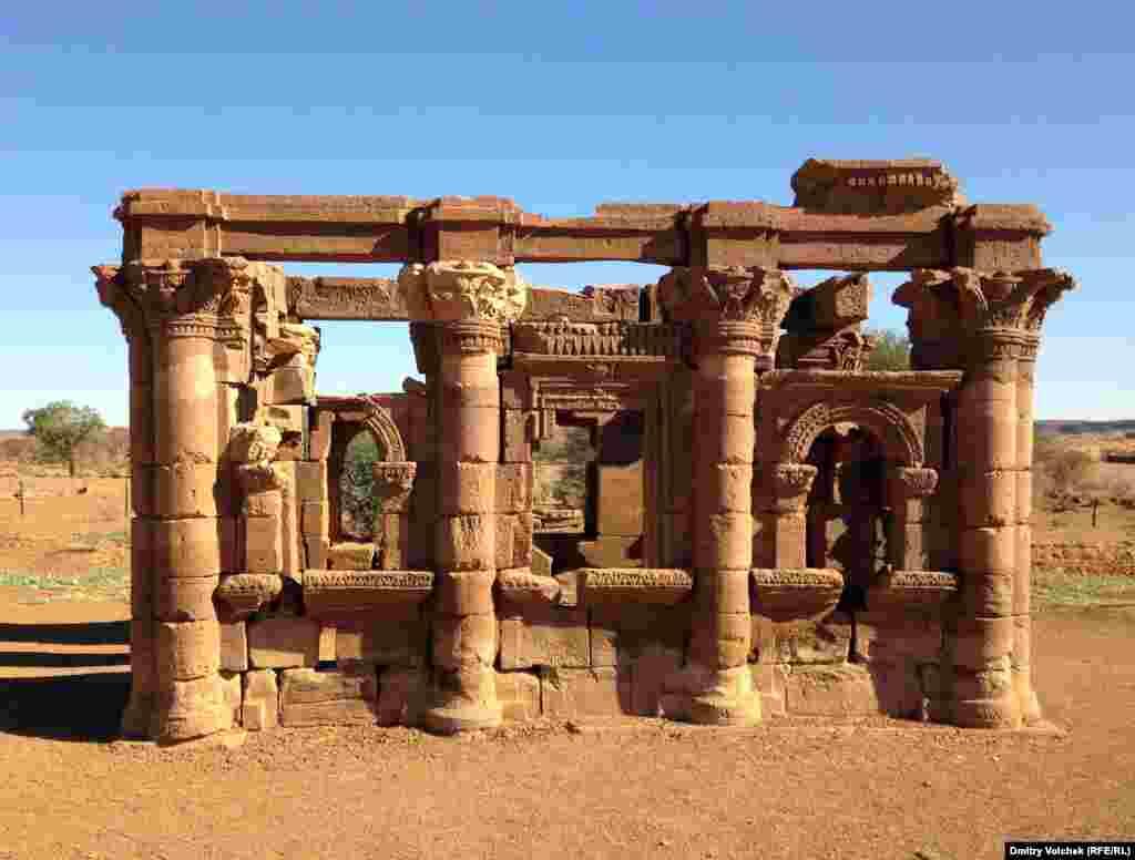 Развалины храма Амона в Наке
