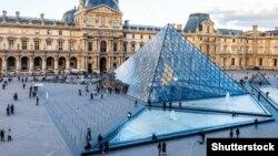 Louvre, arhivska fotografija