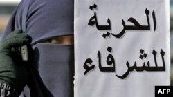 به رغم «غیر قانونی» خوانده شدن اخوان المسلمین، این گروه در مصر فعالیت علنی دارد.
