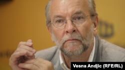 Brkić (na fotografiji): Da li država dotira ili subvencioniše aviokompaniju što je nedozvoljeno u Evropi?