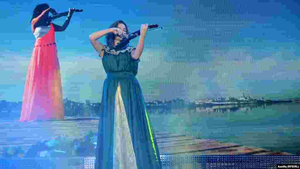Танылган скрипкасы Зәринә Акунеева