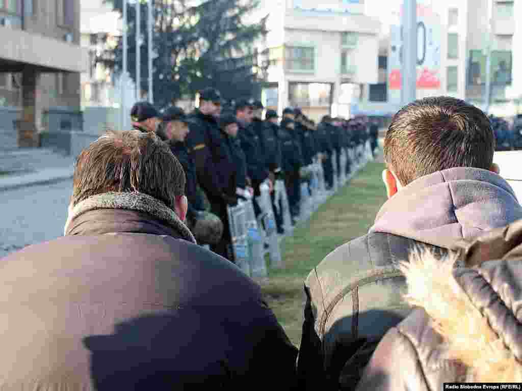 Pridružili su im se i drugi poljoprivrednici iz cijele Makedonije, nakon jednomjesečnih blokada glavnih i regionalnih puteva.