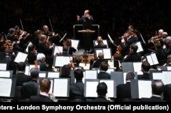 ارکستر سمفونیک لندن در تالار باربیکن