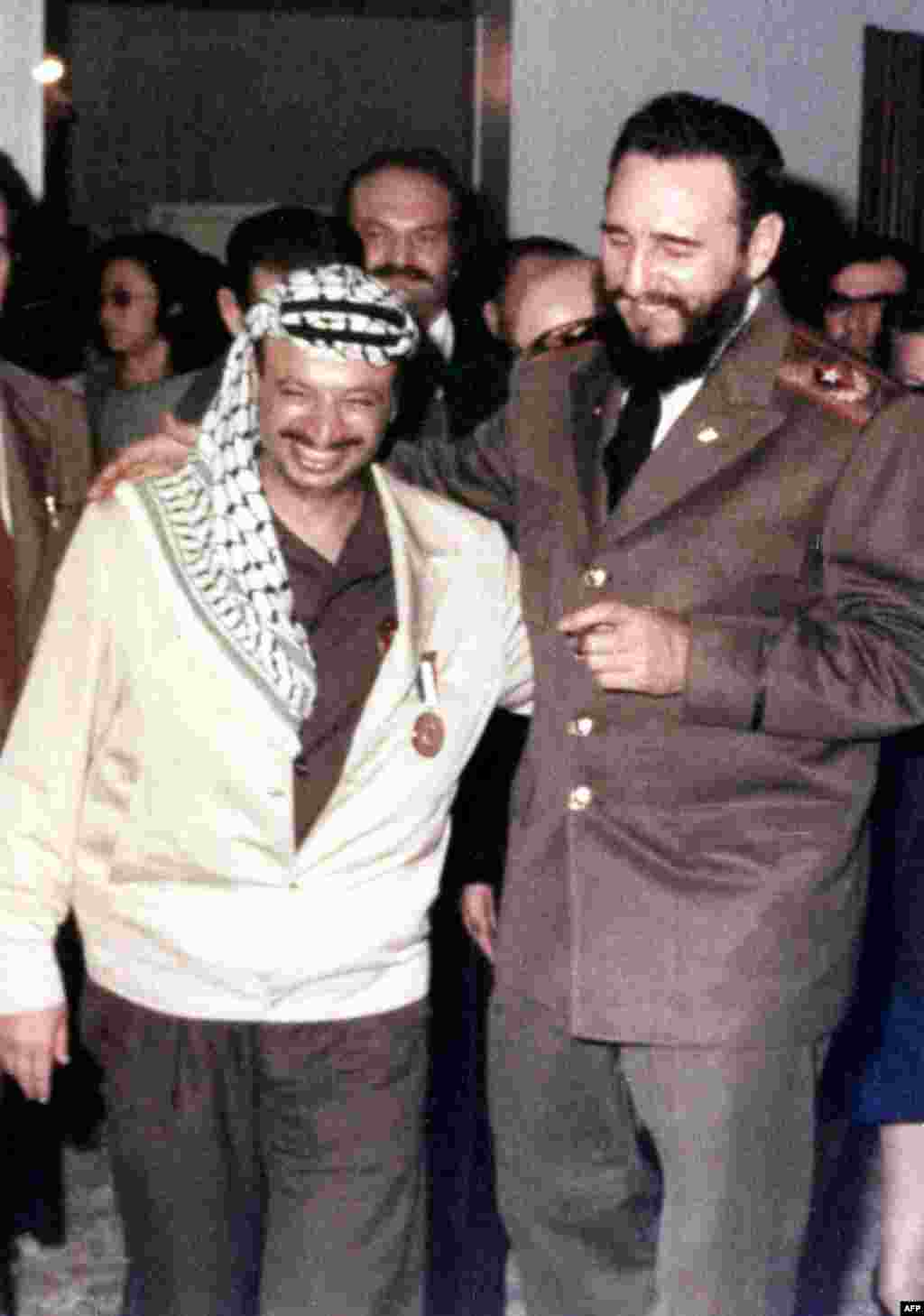 Castro (right) meets with Palestinian leader Yasser Arafat in 1970.