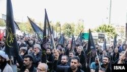 تجمع گروه «حزب الله» در تهران در اعتراض به همزمانی بازی ایران - کره با تاسوعا