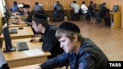 Магомед поступил в Исламский институт, но проучился там только три месяца, попав в полицейскую облаву