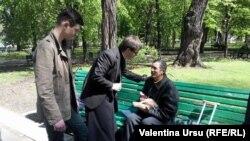 Preotul Maxim Melinti în sprijinul enoriașilor săi