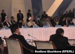 Участники Четвертого съезда лидеров мировых и традиционных религий. Астана, 30 мая 2012 года.