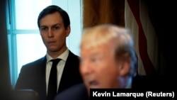 Джаред Кушнер (слева) и Дональд Трамп в Белом доме, 1 ноября 2017 года.
