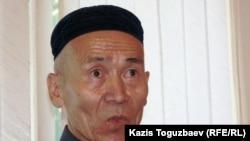Каскеленский пенсионер Сейткерим Кожаназар выступает на суде против Жасарала Куанышалина. Алматы, 29 июля 2006 года.