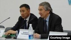 """Лидеры """"Народного парламента"""" Торобай Колубаев и Бекболот Талгарбеков."""