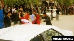 اعتراض زنان مریوان به گرداندن محکوم با لباس زنانه