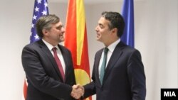 Архивска фотографија: Метју Палмер и Никола Димитров на средба во Скопје на 22.10.2018.