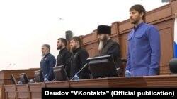Глава Чечни Рамзан Кадыров со своими приближенными в парламенте Чечни, 9 января 2017 года