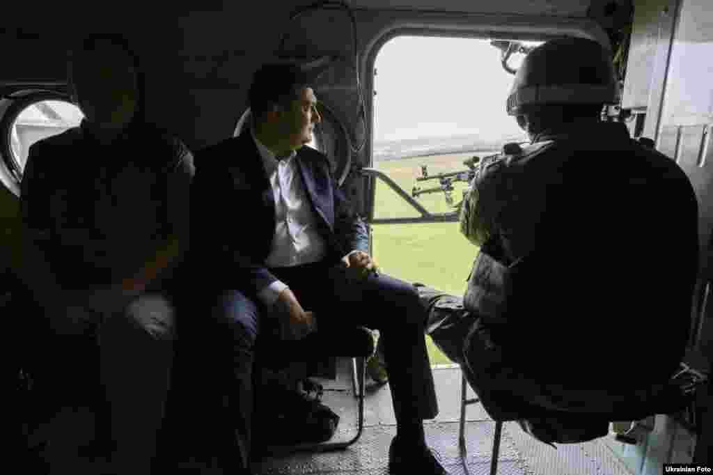 Прем'єр-міністр Володимир Гройсман під час робочої поїздки до Маріуполя, 1 червня 2017 року